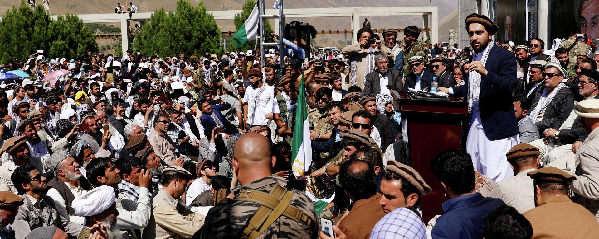 Лидер афганского сопротивления Ахмад Масуд (справа) обращается к сторонникам в провинции Панджшер - Sputnik Латвия, 1920, 06.09.2021