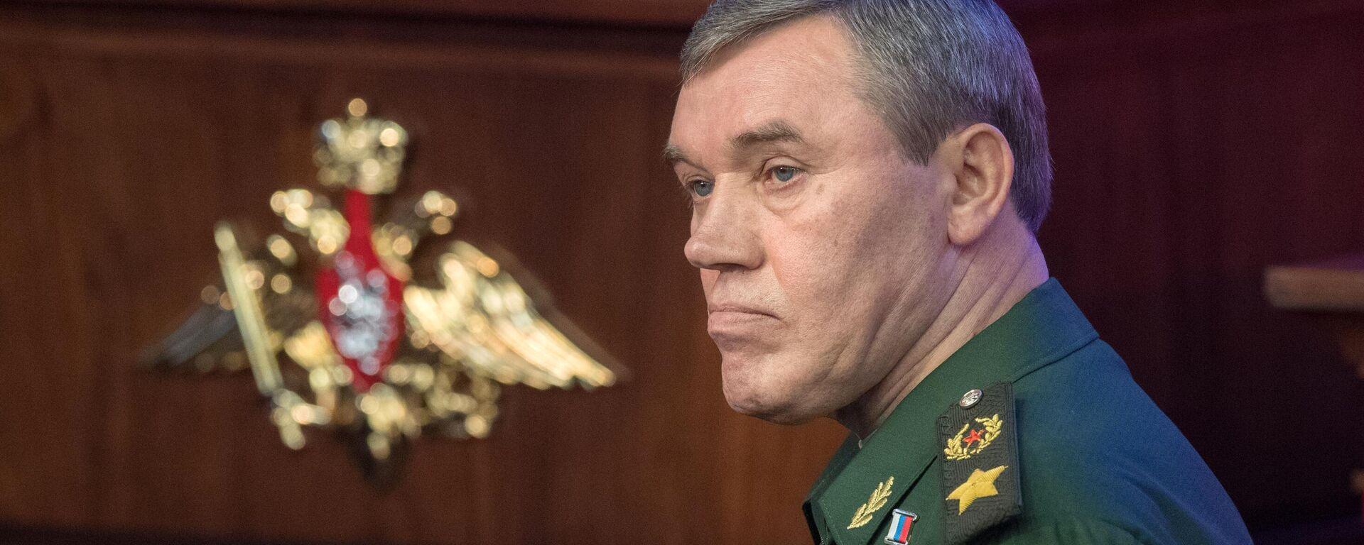 Начальник Генштаба ВС РФ проверил готовность к учениям Запад-2021 - Sputnik Латвия, 1920, 07.09.2021