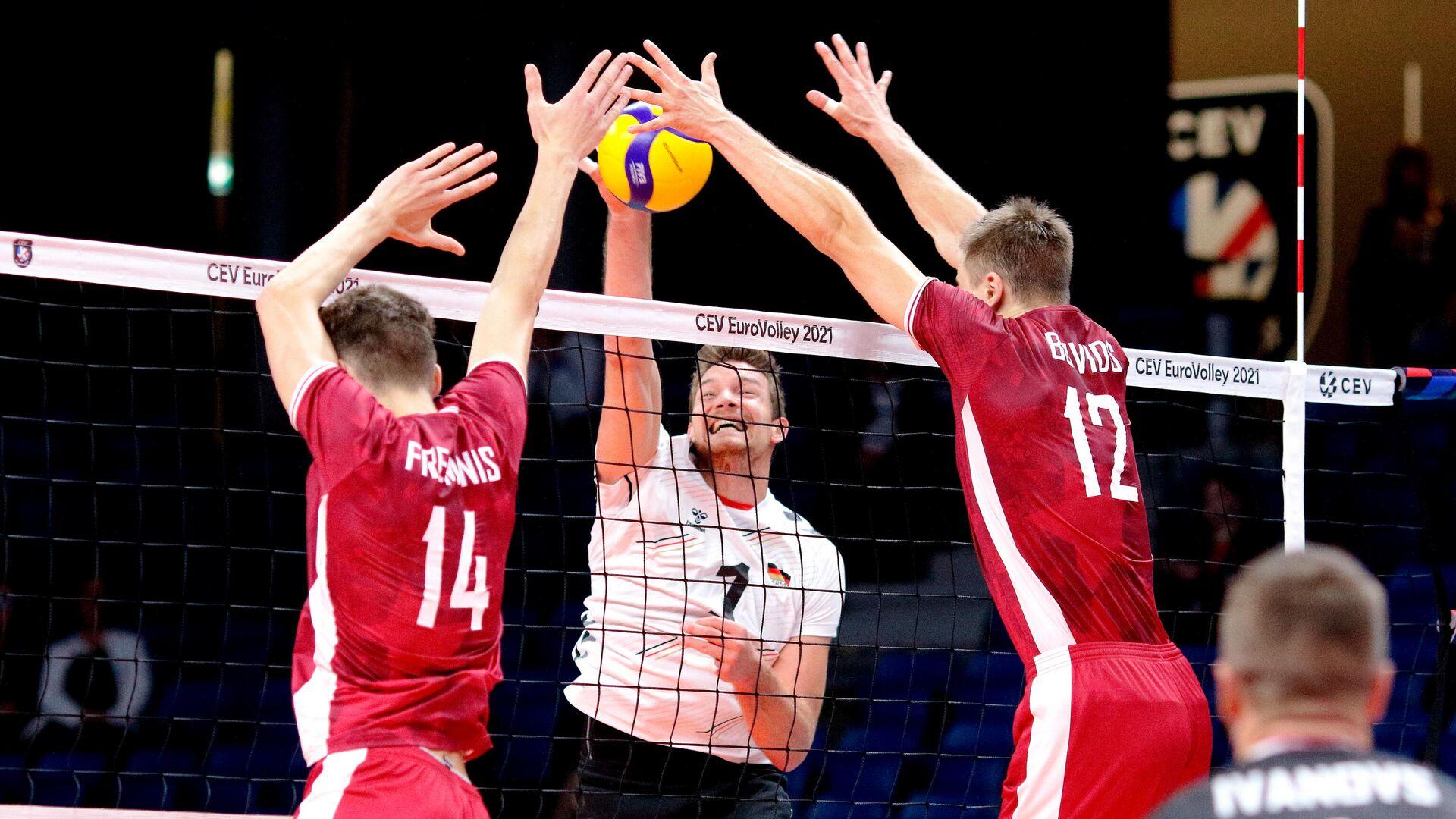 Сборная Латвии по волейболу проиграла соперникам из Германии в матче 4-го тура группового этапа чемпионата Европы  - Sputnik Латвия, 1920, 08.09.2021