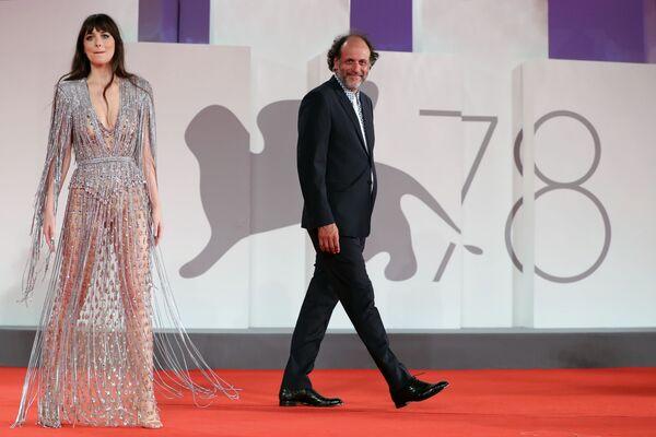 Американская актриса Дакота Джонсон и итальянский режиссер Лука Гуаданьино. - Sputnik Латвия