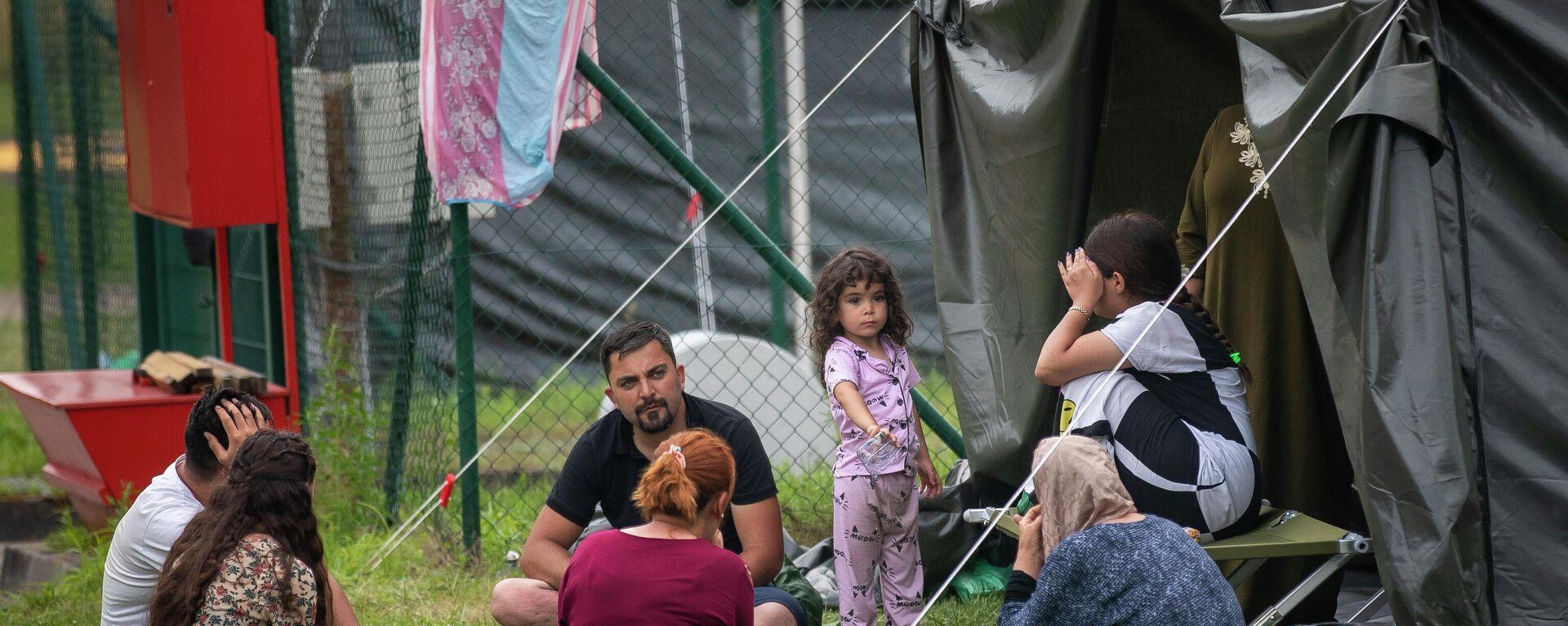 Нелегальные мигранты в лагере на границе Литвы и Белоруссии - Sputnik Латвия, 1920, 09.09.2021