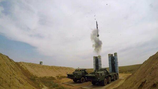Цель уничтожена: боевые пуски зенитных ракет из ЗРК С-400 Триумф - Sputnik Latvija