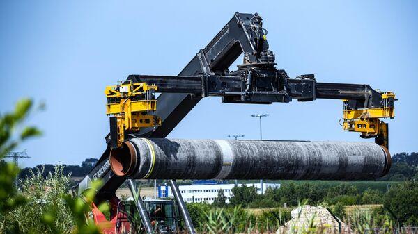 Gāzesvada Ziemeļu straume 2 caurule Mukranas ostā Vācijā  - Sputnik Latvija