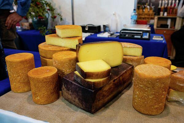 Различные виды сыра из Латвии - Sputnik Латвия