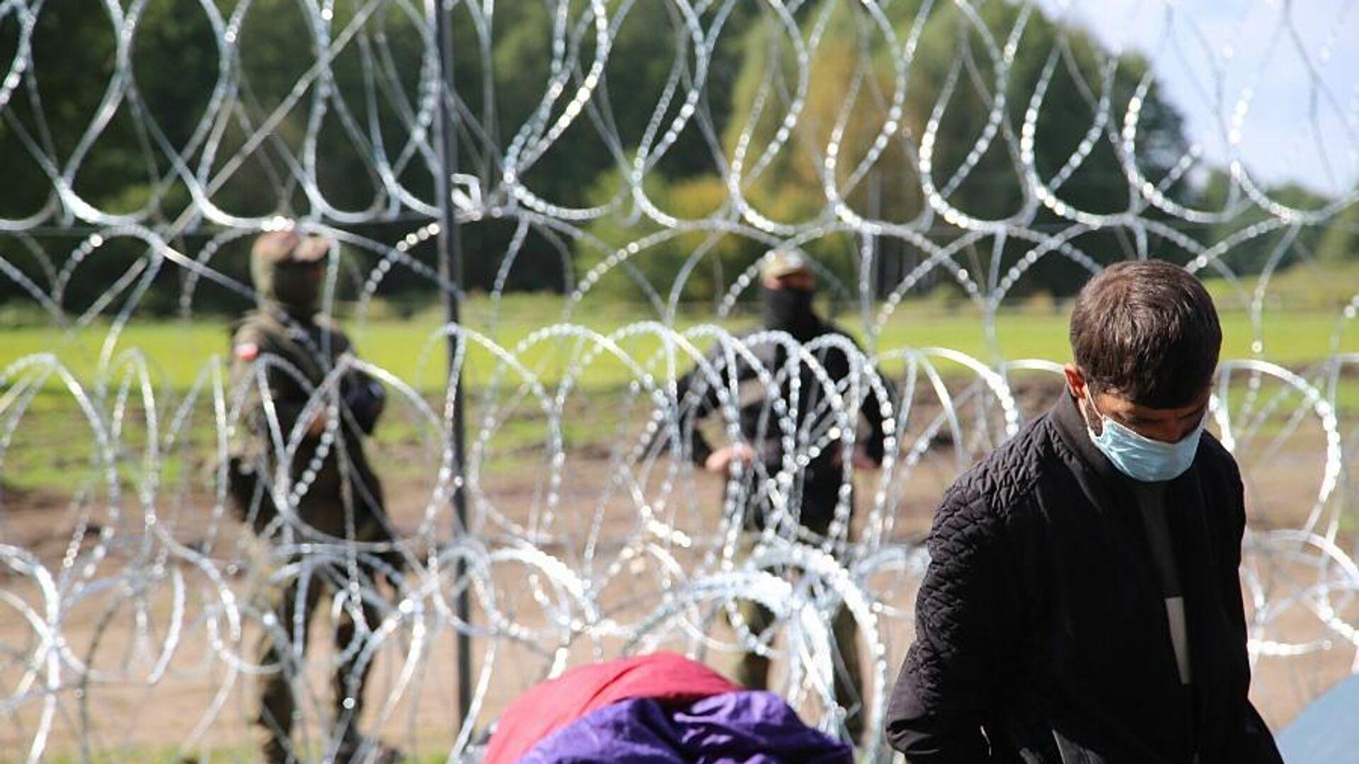 Афганские беженцы, находящиеся на польско-белорусской границе, 13 сентября 2021 года - Sputnik Latvija, 1920, 10.10.2021