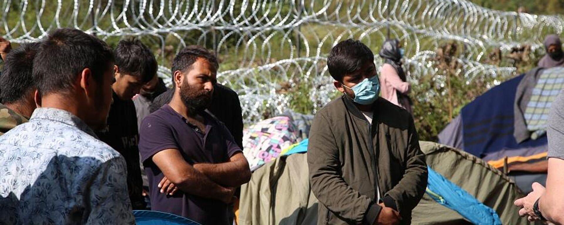 Афганские беженцы, находящиеся на польско-белорусской границе, 13 сентября 2021 года - Sputnik Латвия, 1920, 15.09.2021