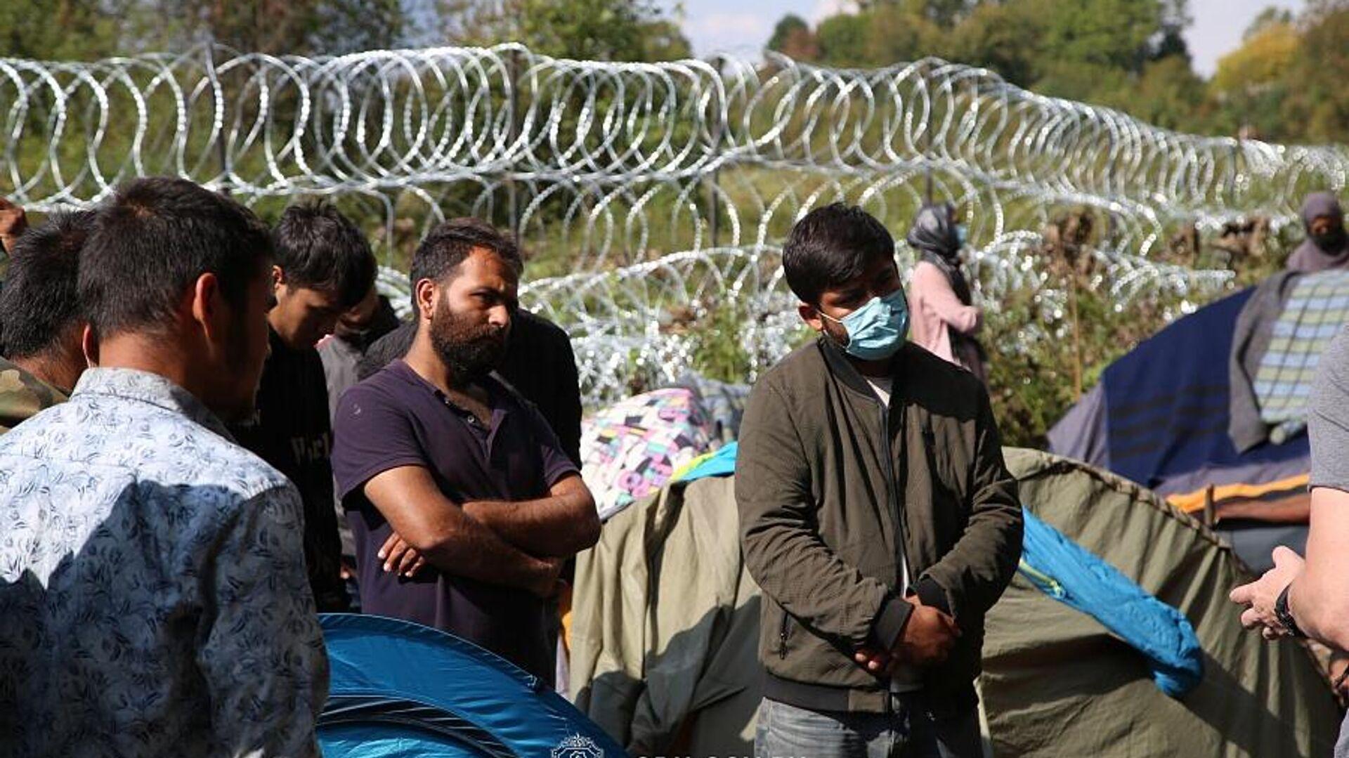 Афганские беженцы, находящиеся на польско-белорусской границе, 13 сентября 2021 года - Sputnik Latvija, 1920, 06.10.2021