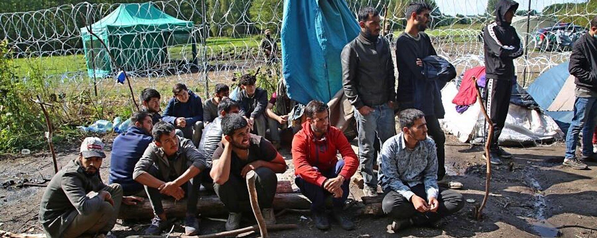 Афганские беженцы, находящиеся на польско-белорусской границе, 13 сентября 2021 года - Sputnik Latvija, 1920, 18.09.2021