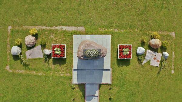 Белорусская святыня: памятник картошке появился в Минской области – видео  - Sputnik Latvija