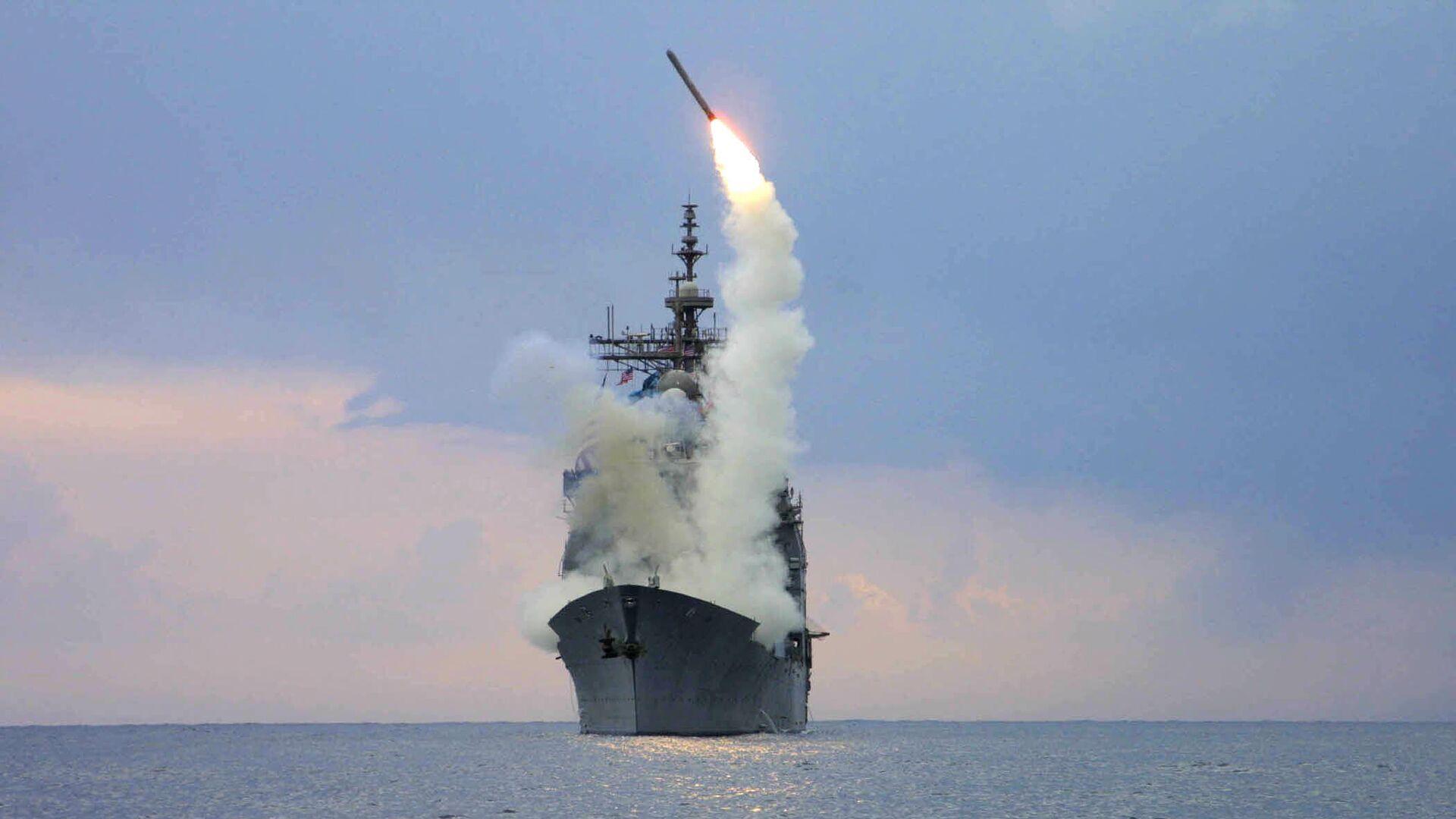 Запуск крылатой ракеты Томагавк с американского военного корабля USS Cape St. George  - Sputnik Latvija, 1920, 19.09.2021