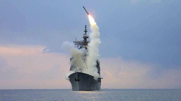 Запуск крылатой ракеты Томагавк с американского военного корабля USS Cape St. George  - Sputnik Latvija