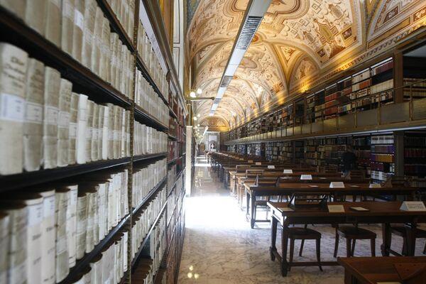 Vatikāna apustuliskā bibliotēka apkopojusi plašāko Viduslaiku un Renesanses laikmeta manuskriptu kolekciju - Sputnik Latvija