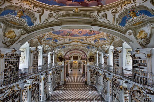 Abatijas bibliotēka Admontā, Austrijā ir viena no lielākajām klosteru bibliotēkām pasaulē - Sputnik Latvija