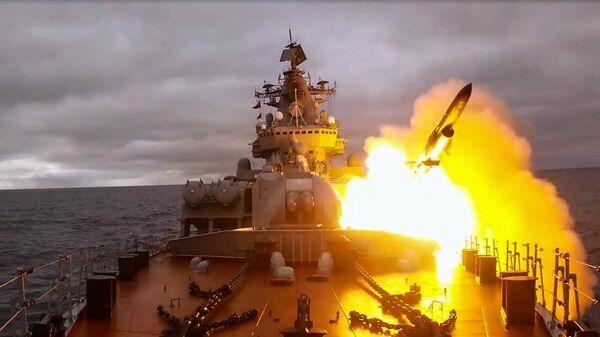 Стрельбы кораблей Северного флота в Баренцевом море - Sputnik Latvija