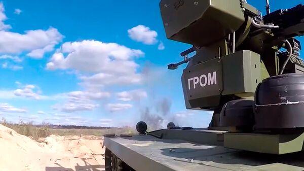 Krievijas AM parādīja jaunāko kaujas robotu izmēģinājumus - Sputnik Latvija
