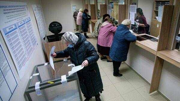 В консульском отделе посольства России в Латвии открылся участок № 8180 для голосования на выборах депутатов Государственной Думы Федерального Собрания Российской Федерации восьмого созыва - Sputnik Латвия