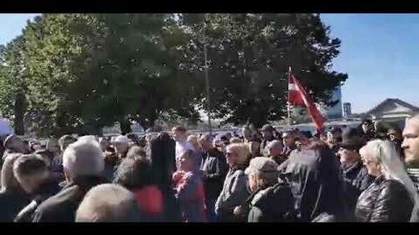 Масштабная акция протеста у Рижского замка: люди против террора правительства - Sputnik Latvija