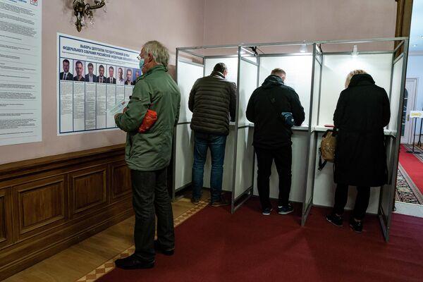 Голосование на избирательном участке № 8179 строго конфиденциально. - Sputnik Латвия