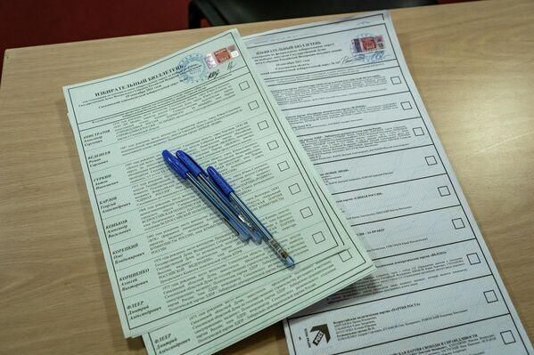 Голосование проходит за партии и за кандидатов в депутаты.  - Sputnik Латвия