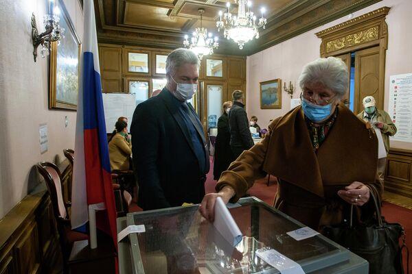 Со всей необходимой информацией для голосования можно ознакомиться на специальных стендах.  - Sputnik Латвия
