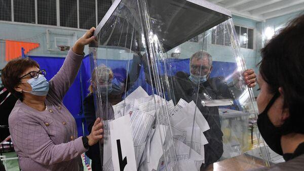 Международные наблюдатели дали оценку выборам в России - Sputnik Латвия