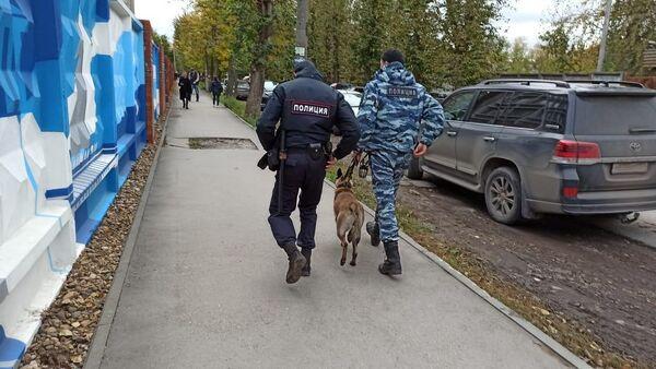 Массовое убийство в Пермском университете: что говорят очевидцы - Sputnik Латвия