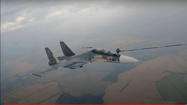 Ювелирная точность: парная воздушная дозаправка самолетов ВКС России - Sputnik Latvija