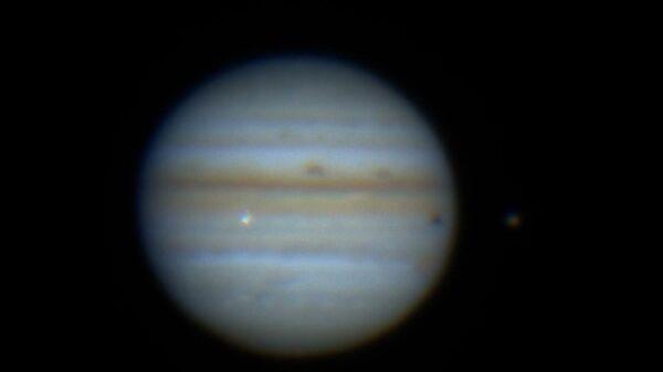 Момент столкновения Юпитера с неизвестным объектом попал на видео - Sputnik Latvija