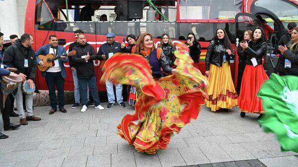 Танцующий Вильнюс: как в Литве провели фестиваль цыганской культуры - Sputnik Latvija