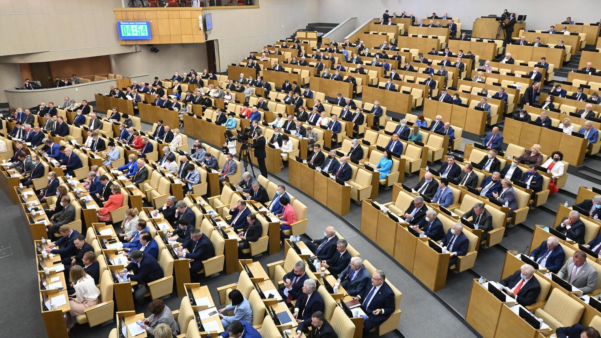 Депутаты на пленарном заседании Госдумы РФ - Sputnik Латвия, 1920, 23.09.2021