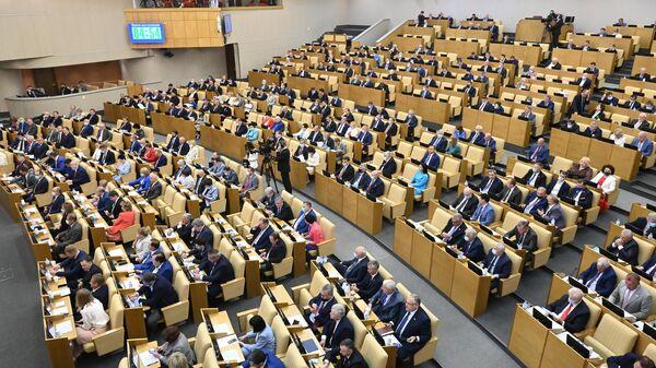 Депутаты на пленарном заседании Госдумы РФ - Sputnik Latvija