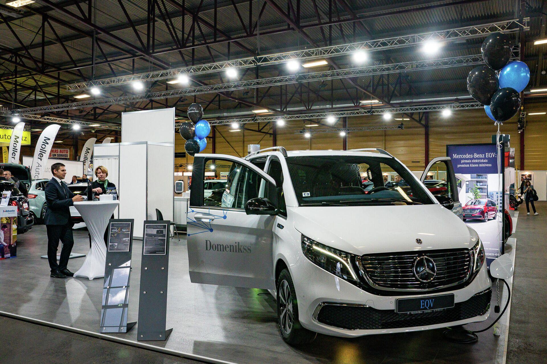 Целый стенд на выставке Auto 2021 посвещен электромобилям - Sputnik Латвия, 1920, 25.09.2021