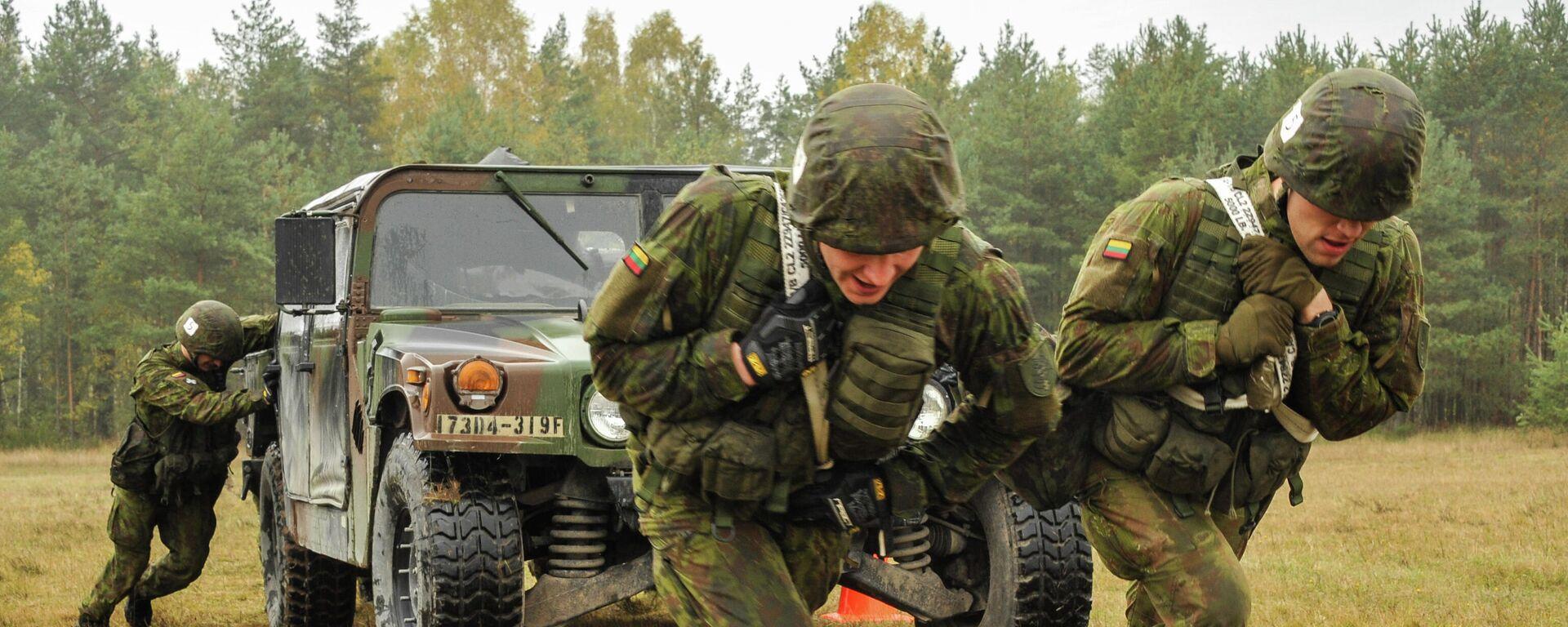 Литовские военные во время учений на полигоне Графенвер, Германия, 20 октября 2015 года - Sputnik Латвия, 1920, 26.09.2021