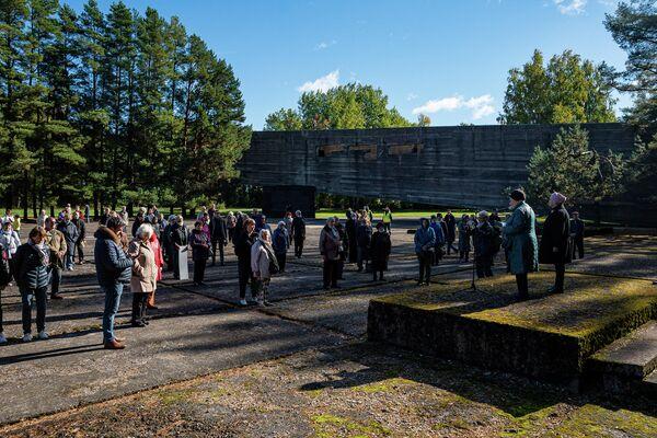 Salaspils koncentrācijas nometnes atbrīvošanas 77. gadadienai veltītā ceremonija - Sputnik Latvija