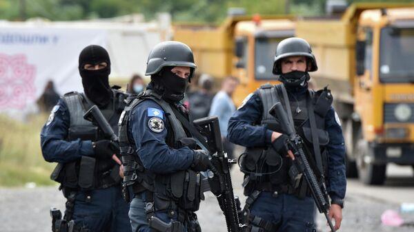 Спецназ полиции Косово во время протестов косовских сербов в Яринье - Sputnik Latvija