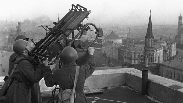 Советские зенитчики на крыше гостиницы Москва, 1941 год - Sputnik Латвия