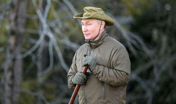 Pēc lietišķās vizītes Primorjē un Amūras apgabalā Vladimirs Putins uz dažām dienām apstājās Sibīrijā, kur pavadīja īsu atvaļinājumu. 2021. gada septembris - Sputnik Latvija