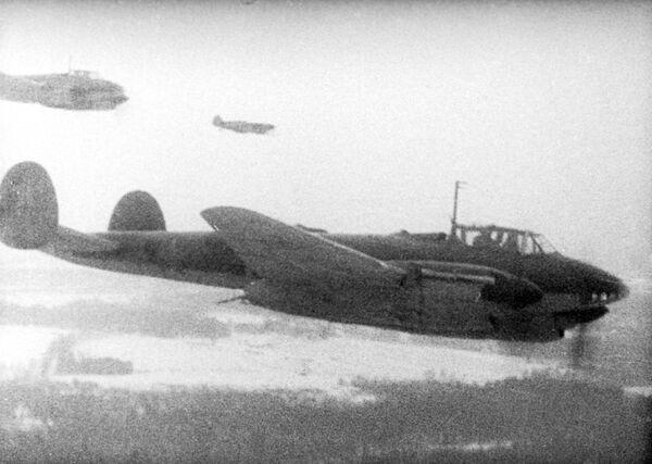 """1941. gada decembris. Padomju spēku pretuzbrukums Piemaskavā. Rietumu fronte. Kadrs no dokumentālās filmas """"Maskavieši 1941. gadā"""" - Sputnik Latvija"""