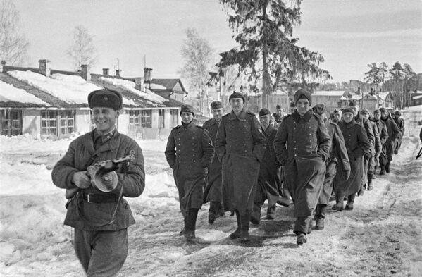 Sagūstītie vācieši pie Maskavas. 1941. gada decembris - Sputnik Latvija