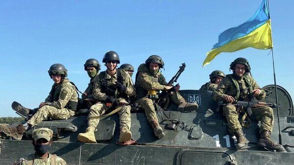 Украинские военные во время учений - Sputnik Latvija