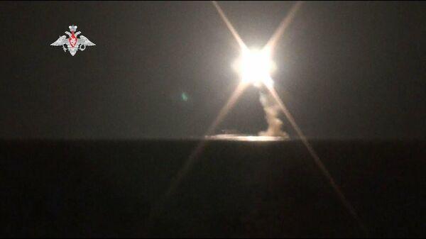 Первый пуск гиперзвуковой ракеты Циркон с атомной подводной лодки - Sputnik Латвия