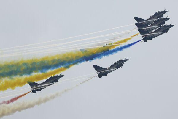 Pilotāžas grupa August 1st НОАК šovā Airshow China - Sputnik Latvija