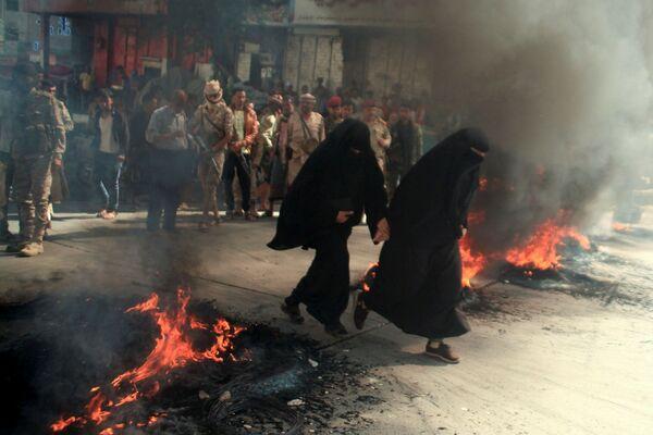 Sievietes protestos pret ekonomiskās situācijas pasliktināšanos Jemenā - Sputnik Latvija