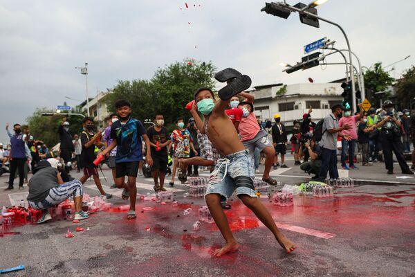 Pretvalstiski protesti Bangkokā - Sputnik Latvija