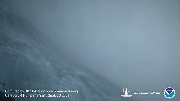 Видео из эпицентра урагана Сэм - Sputnik Latvija