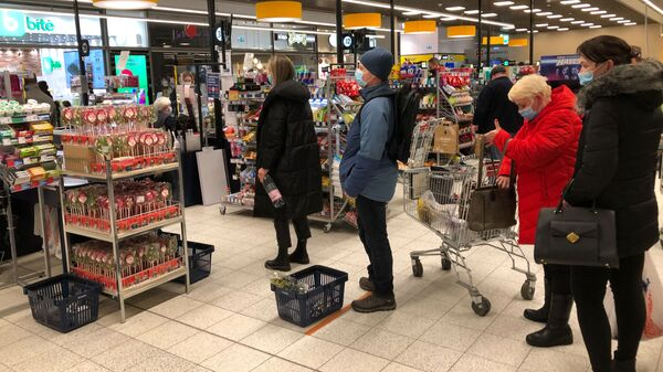 Очередь в супермаркете в Вильнюсе - Sputnik Латвия