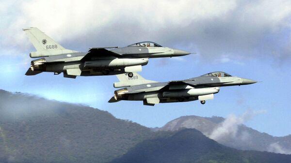 Taivānas GKS iznīcinātāji  F-16 - Sputnik Latvija
