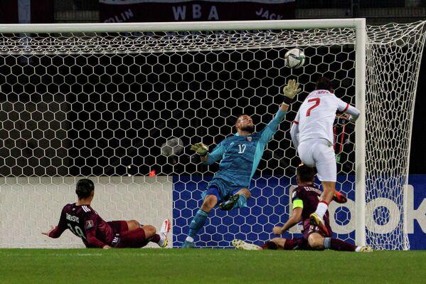 Опасный момент у ворот сборной Латвии - Sputnik Латвия