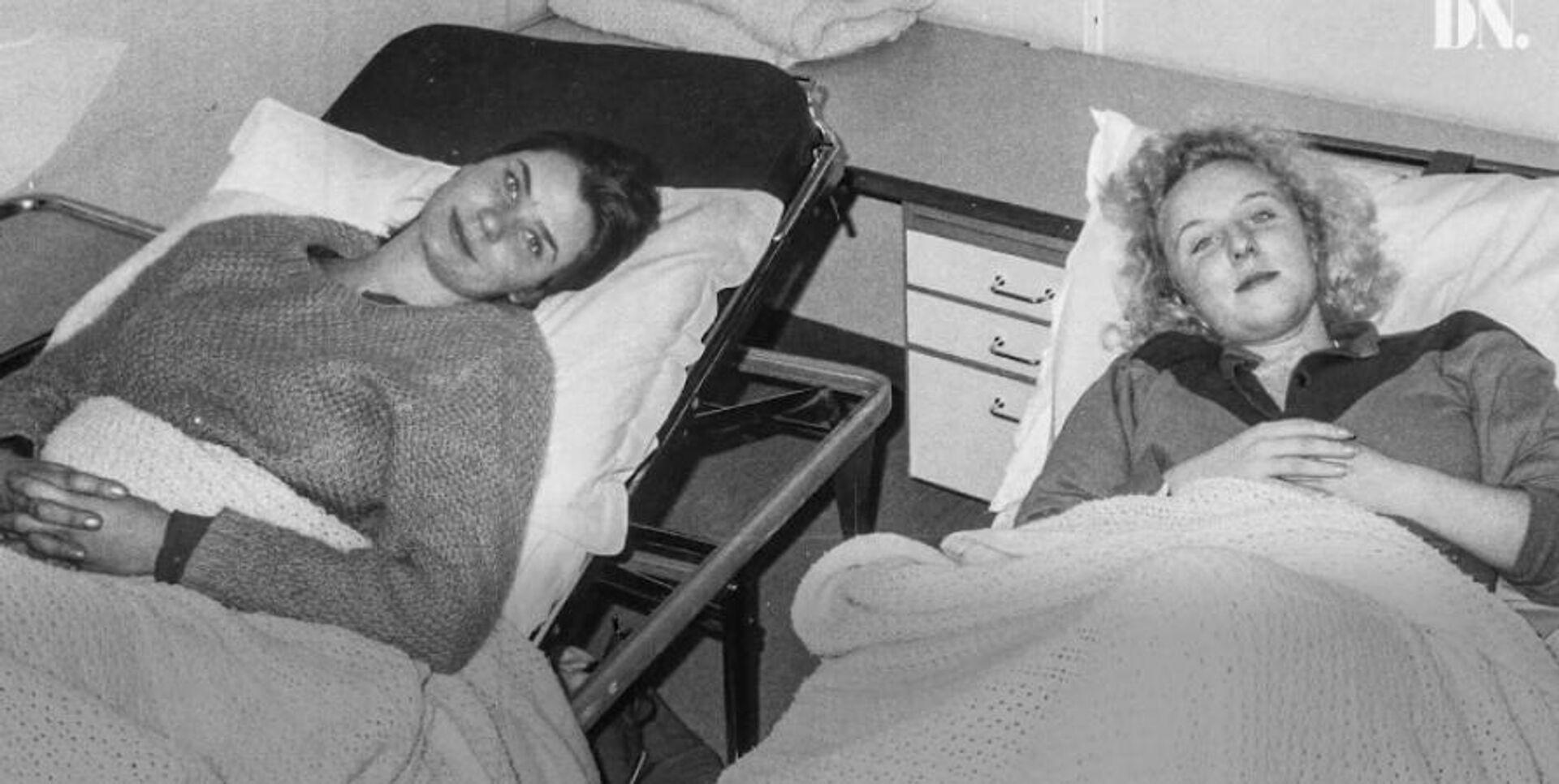 Спасенные Хелена аф Клеркер (слева) и ее подруга Шарлотта Оберг, 1984 - Sputnik Латвия, 1920, 12.10.2021