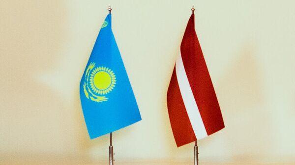 Флаги Латвии и Казахстана - Sputnik Латвия